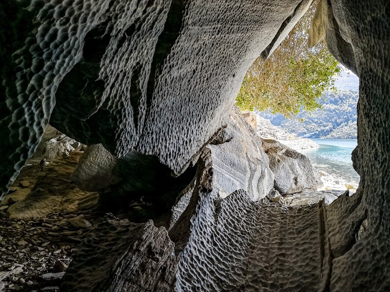 Caminatas por túneles de mármol