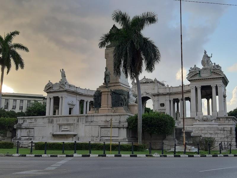Monumento a José Miguel Gómez